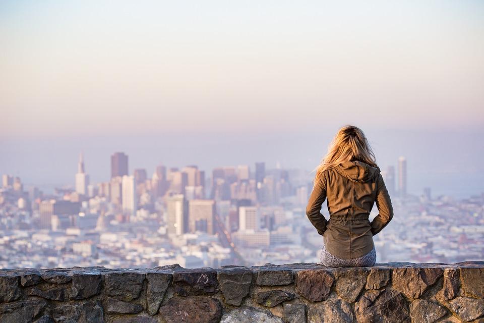 Columna en América Economía: Cambio de rumbo y giro de personas y empresas